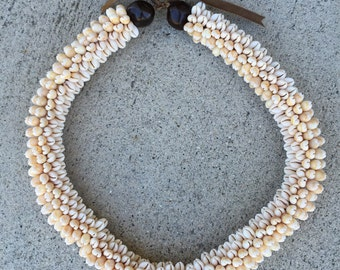 cowrie shell, cowry shell rosette lei, necklace, Tahitian or Polynesian jewelry costume