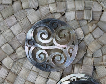 Large spiral shaped Black-lip mother of pearl shell, Pendant, Polynesian style