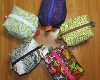 Zippered pouch for crafting accessories