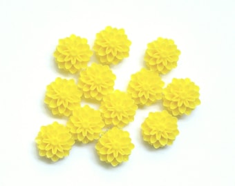 12 Cabs 15mm Medium to Pale Yellow Mums, Resin Cabochons, Flower Cabs, Plastic Pompon Chrysanthemum Flower, 15 mm, Yellow Flower Cab