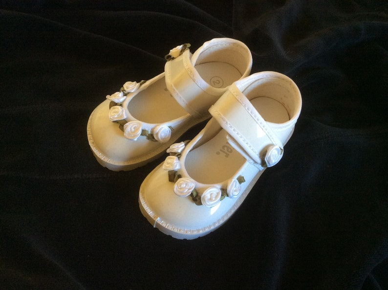 ff784cbaef White Patent-Look Dress Shoes ~ Flower Girl Shoes for Little Girls ~ SIze 3  ~ Free Shipping!