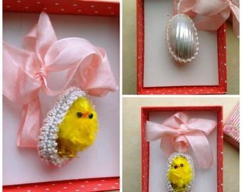 Beadwoven Beaded Egg with Chick Pendant, Easter Chick . Genuine Mother of pearl Osmina Shell, Cute Yellow Chick Necklace, Small Yellow Chick
