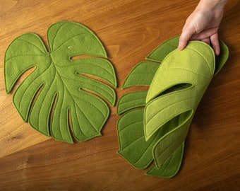 Monstera Leaf reversible table mat plant mat/ Monstera placemat centerpiece in Moss Green