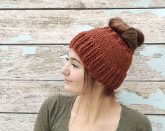 Knit Messy Bun Hat, Knit Ponytail Hat, Messy Bun Hat, Chunky Messy Bun Hat, Messy Bun Beanie, Ponytail Beanie, Knit Ponytail Hat