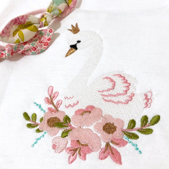Flower Crown Swan - Machine Embroidery File design -  5x7 inch or 13x18cm hoop