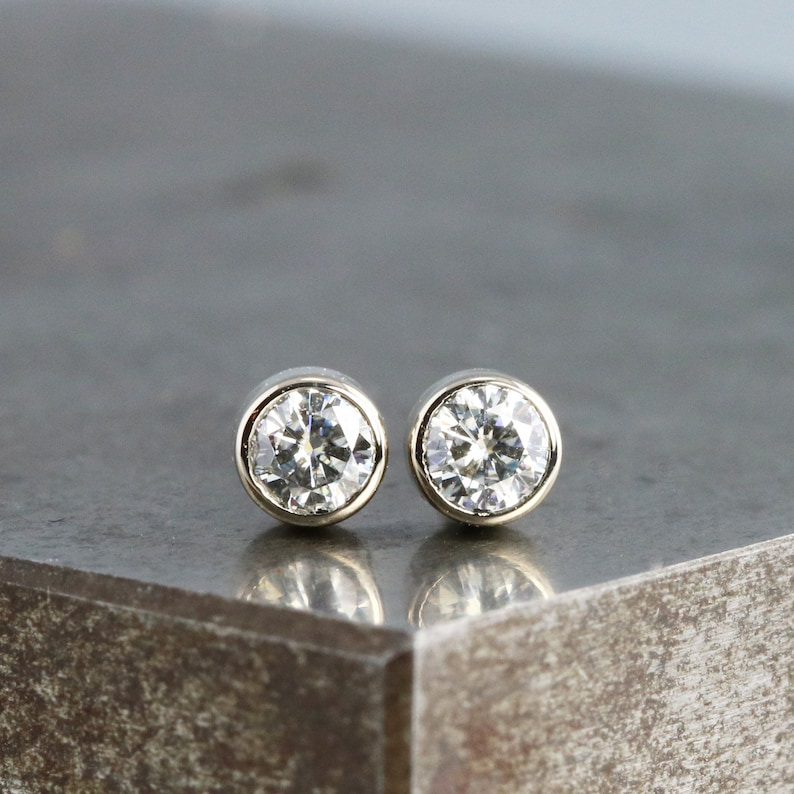 892905aae Pair of Tiny White Gold and Diamond Stud Earrings Small 14kw | Etsy
