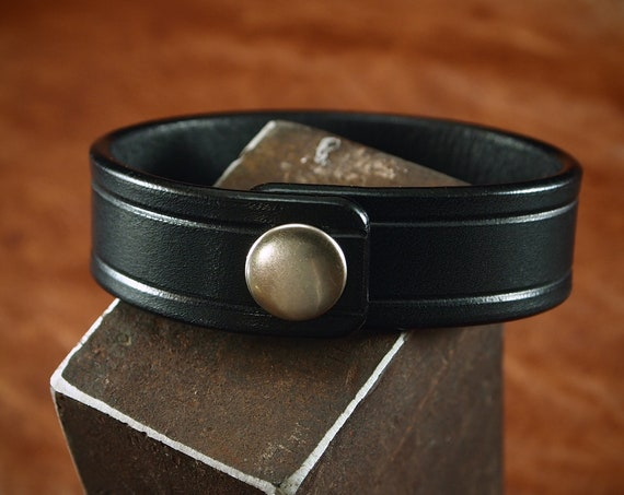 Black bridle leather bracelet : Snap cuff Italian veg-tan leather. Scribed, Sexy and luxurious Made in USA!