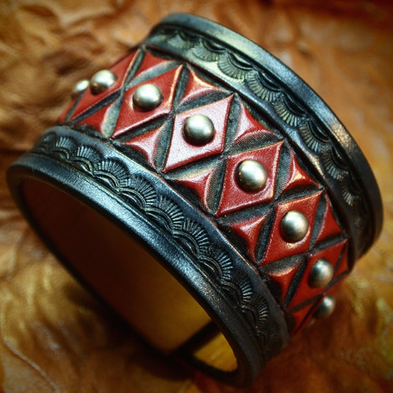 Leather cuff bracelet : Black and Red American Cowboy King. Handcrafted for YOU in USA