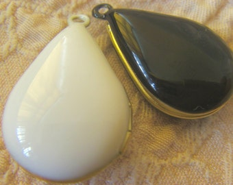 3x TEAR DROP RESIN Locket (in white only) - reserved for the buyer namely fan