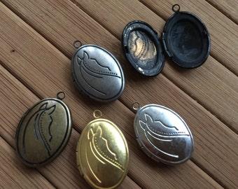 Oval horse pattern locket 15x10mm - Code 298.697