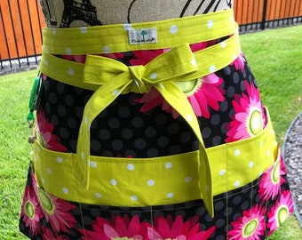 Daisy Dots - Sewing -Quilting -Crafter's -Vendor's - Waitress Half Apron