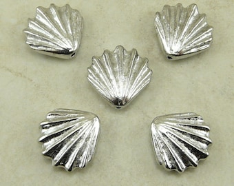 5 TierraCast Large Sea Shell Beads > Ocean Beach Summer Coast - Rhodium Plated LEAD FREE Pewter - I ship internationally 5679