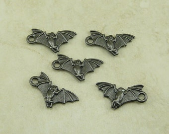5 TierraCast Vampire Bat Charms * Halloween Dracula Trick or Treat - Black Ox Plated Lead Free Pewter - I ship Internationally 2380