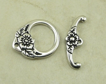 1 Ornate Floral Toggle Clasp > Flower Mothers Day Bridal Spring - Tierra Cast Silver Plated LEAD FREE Pewter - I ship Internationally 6196