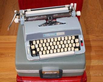 VINTAGE manual SIGNATURE 510 Montgomery Ward typewriter with case
