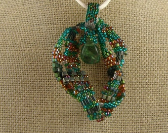 Shimmering Emerald Loops