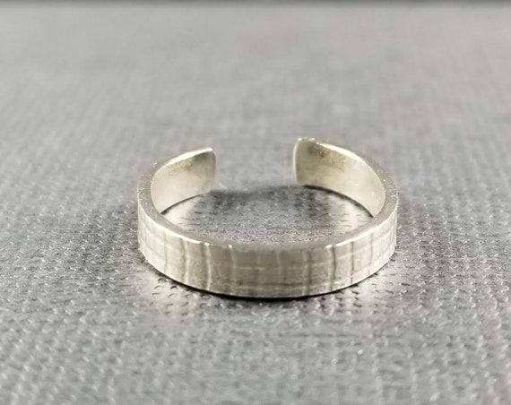 Sterling Silver Toe Ring- Plaid Grid Embossed 3mm Wide Flat Body Jewelry beach jewelry made in canada