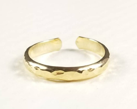 Wide Hammered Half Round 14K Yellow Gold Fill Toe Ring- 2.5mm, Wide Toe ring, Yellow Gold Toe ring, Hammered ring, Midi Ring, Made in Canada