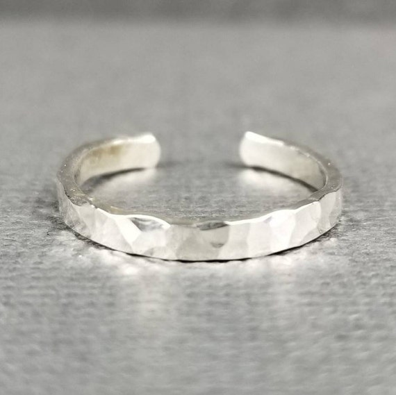 Sterling Silver Toe Ring, 2mm, Hammered Finish/Textured Finish/Minimalist Toe ring/Summer Accessory/Made in Canada