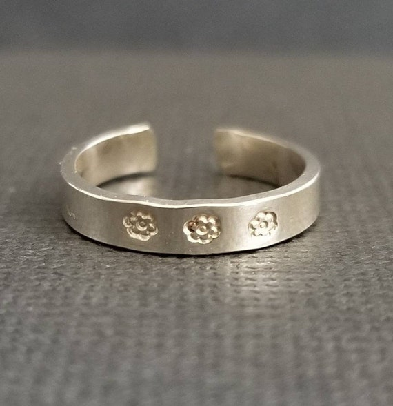 Daisy Flower Hand Stamped Toe Ring Sterling Silver- 3mm Toe Ring, Silver Toe Ring, Stamped Jewelry, Flower Stamp, Made in Canada