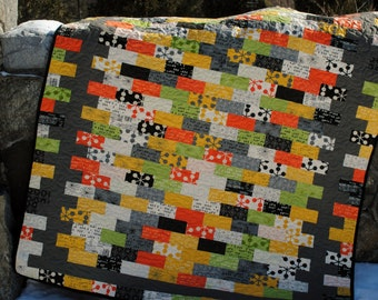 QUILT PATTERN.... Quick and Easy...Jelly Roll, Layer Cake, Fat Quarter, Fat Eighth friendly, Borderline Crazy