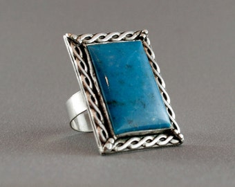 Mid finger ring. Blue turquoise cocktail ring, sterling silver . SIZE 8. Anneau. Fingerring.