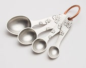 beehive blossom measuring spoons, pewter, measuring spoons, tablespoons, teaspoons, kitchenware, gift for cooks, baking, cooking, kitchen