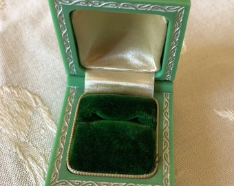 a bonbon for a ring SALE white art deco ring presentation box with floral motif and bright turquoise velvet ..