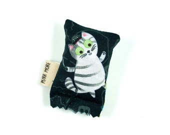 Pirate Kitty Green Bean Organic Silver Vine Catnip Blend Eco Friendly Cat Toy For Mew, Gift For Cat Lover