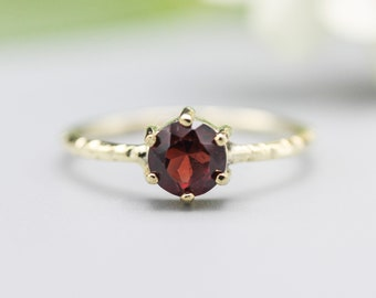 Round faceted garnet ring in prongs setting with 14k gold texture design band