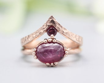 Set of 2 Red tone, Ruby cocktail ring with 18k rose gold texture design band with Garnet ring 18k Rose gold crown design