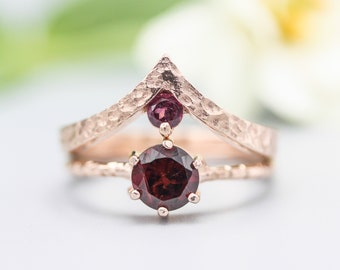 Set of 2 Red tone,Garnet ring in prongs setting with 18k rose gold texture design band with Garnet ring 18k Rose gold crown design