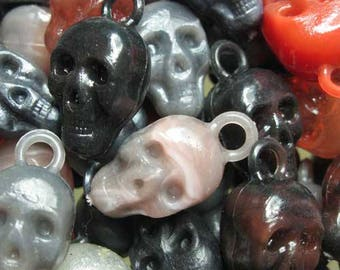 10 x Skull Plastic Gumball Charms - assorted dark colors