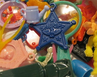 20 Pieces of PLASTIC GOODNESS : Vintage + Retro Charm and Trinket Assorted Sampler Grab Bag Lucky Dip!