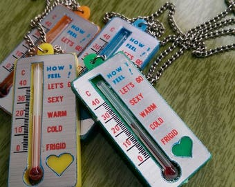 Vintage Novelty LOVE METER Thermometer Plastic Pendant Necklace