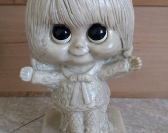 """Vintage 1970s """"I Love You This Much"""" Big-eyed Figurine Statue"""