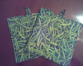 Set of 2 square quilted pot holders insulated Green Beans Garden Farm cooking baking trivet hot pot kitchen