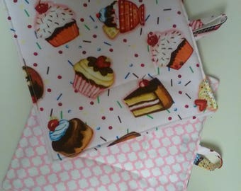 Set of 2 square quilted pot holders insulated cupcakes dessert sweets cooking baking trivet hot pot kitchen