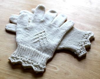 Arundel Gloves Knitting Pattern PDF