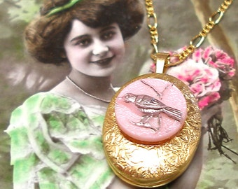 1940s BIRD BUTTON locket gold necklace, Vintage glass on gold. Button Jewellery.