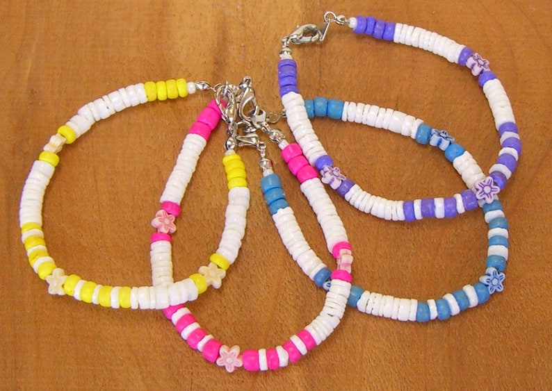 Bracelet White Puka Shells with Color Coconut and Flower Beads image 0
