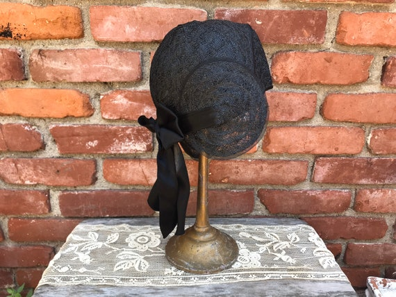 1920s Black Woven Flapper Helmet Cloche