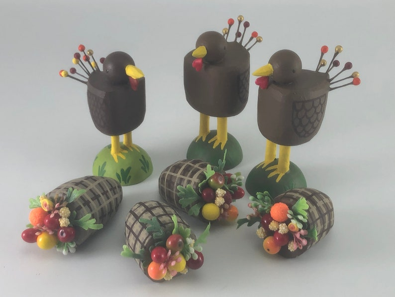 Turkey figure  Thanksgiving decoration  table decoration  image 0