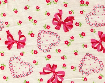 HALF YARD Yuwa - Pink and Red Bows, Hearts and Flowers on Ivory 826601-A Atsuko Matsuyama 30s collection