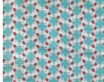 HALF YARD Yuwa - AQUA Quatrefoil design with Mini Red Flowers - Atsuko Matsuyama 30s collection -  Japanese Import Fabric