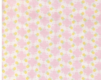 HALF YARD Yuwa - PINK Quatrefoil design with Mini Yellow Flowers - Atsuko Matsuyama 30s collection 826275 E -  Japanese Import Fabric