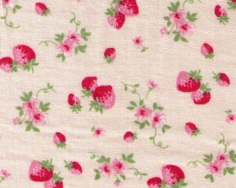 HALF YARD Yuwa - Mini Pink Strawberries and Pink Flowers on Light Blush - Cotton Double Gauze - Atsuko Matsuyama 30s collection 916575
