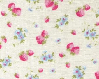 HALF YARD Yuwa - Mini Pink Strawberries and Blue Flowers on Cream - Cotton Double Gauze - Atsuko Matsuyama 30s collection 916575