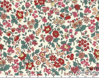 HALF YARD Lecien - Memoire a Paris Fall 2017 - Floral and Berries on White 40739-30 - Cotton Lawn - Flowers - Japanese Import