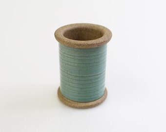 Cohana - GREEN - Magnetic Spool Pin Holder of Hasami Ware - Japanese Import